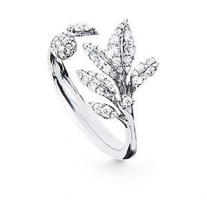 Mestergull Winter Frost ring liten i 18 K Hvitt gull med 63 diamanter totalt 0,31 ct. TwVs LYNGGAARD Winter Frost Ring