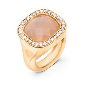 Mestergull Cushion ring i 18 K Gult gull med blush månesten 12x13mm og 30 diamanter totalt 0,30 ct. TwVs LYNGGAARD Cushion Ring