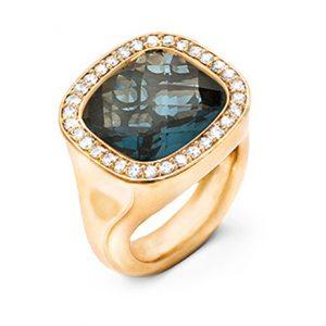 Mestergull Cushion ring i 18 K Gult gull med London blå topas 12x13mm og 30 diamanter totalt 0,30 ct. TwVs LYNGGAARD Cushion Ring