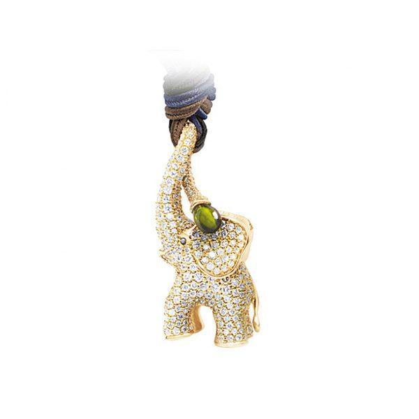 Mestergull Elefant anheng i 18 K Gult gull pavé med 536 diamanter totalt 4,27 ct. TwVs og grønn turmalin inkl. Snor LYNGGAARD Elephant Anheng