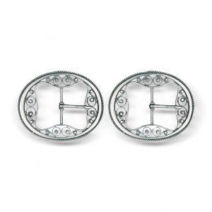 Mestergull Ovalforma spenner i oksidert sølv til bunadsko. Den tradisjonelle utformingen gjør at spennen passer de fleste bunader. NORSK BUNADSØLV Spenne