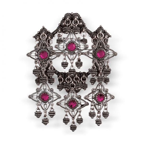 Mestergull Sølje i oksidert sølv med detaljerte kruser, heng og rosa stener. NORSK BUNADSØLV Sølje