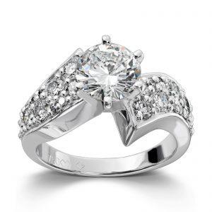 Mestergull Spesialdesign for kunde med 22 diamanter fra 2 gamle ringer. Senterstenen er 1,50 ct. og ringen er utført i hvitt gull 585 DESIGN STUDIO Spesialdesign Ring