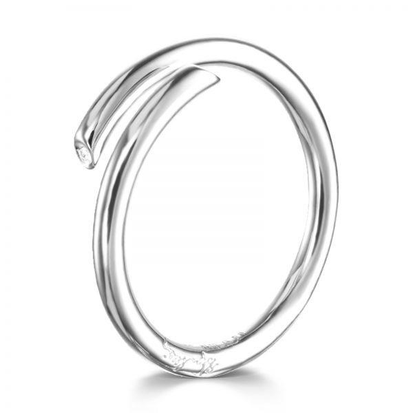 "Mestergull Delikat ring i sølv med diamanter -""A soft hug made in silver or gold with tiny diamond endings"" - Efva Attling EFVA ATTLING Hug Ring"