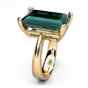 Mestergull Ring i gult gull utviklet til kundens Turmalin. Ringen er utført i avrundede former i skinnen for god komfort samtidig som den stramme formen på stenen er ivaretatt i fatningen. DESIGN STUDIO Spesialdesign Ring
