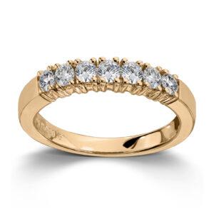 Mestergull Vår Allianse ring har siden 1992 vært en av de mest klassiske diamantringene i landet. Allianse lar deg bygge på med nye stener for hver ny anledning. ALLIANSE Dia. 0,06 ct. Ring