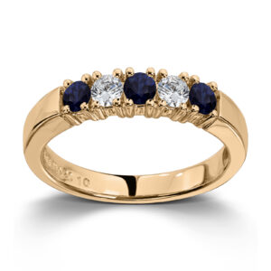 Mestergull Vår Allianse ring har siden 1992 vært en av de mest klassiske diamantringene i landet. Allianse lar deg bygge på med nye stener for hver ny anledning. ALLIANSE Saf./Dia. 0,10 ct. Ring