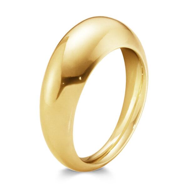 Mestergull Curve ring i 18 kt. gult gull, to perfekte kurver møtes i en definert linje GEORG JENSEN Curve Ring