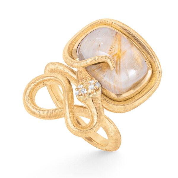 Mestergull Snakes ring i 18kt gult gull med 6 diamanter, totalt 0,04ct TwVs og rutilkvarts 15x11 9,7ct LYNGGAARD Snakes Ring