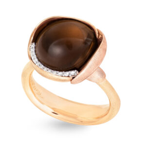 Mestergull Lotus ring str. 3 i 18 kt. gult gull med to blad i rosé gull -13 diamanter totalt 0,05 ct. TwVs - Røkkvarts LYNGGAARD Lotus Ring