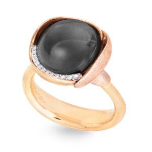 Mestergull Lotus ring str. 3 i 18 kt. gult gull med to blad i rosé gull -13 diamanter totalt 0,05 ct. TwVs - Grå månesten LYNGGAARD Lotus Ring