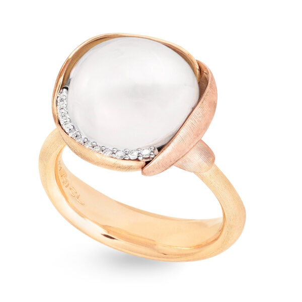 Mestergull Lotus ring str. 3 i 18 kt. gult gull med to blad i rosé gull -13 diamanter totalt 0,05 ct. TwVs - Hvit månesten LYNGGAARD Lotus Ring