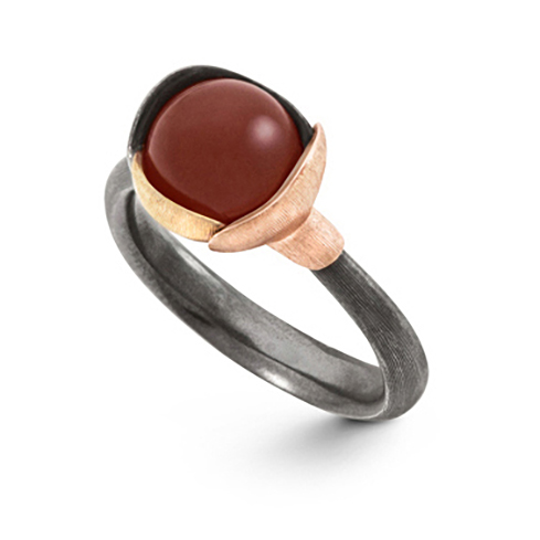 Mestergull Ring Lotus str. 1 i oksidert sølv med blad i 18 K rosé og gult gull - Karneol LYNGGAARD Lotus Ring