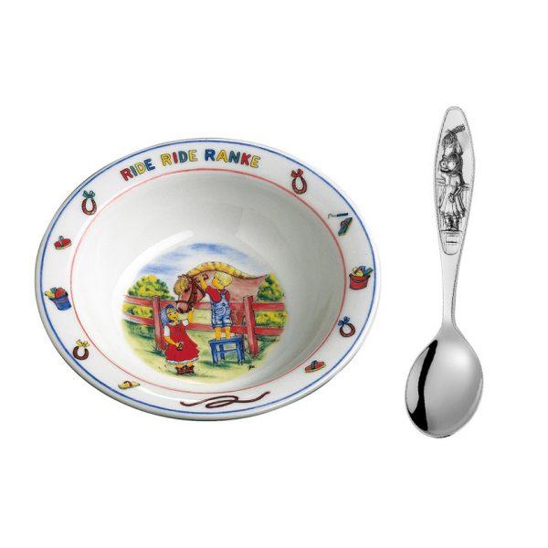 Mestergull Sølv barneskje med grøtskål i porselen i mønsteret Ride Ride Ranke RIDE RIDE RANKE PIKE Barneskje