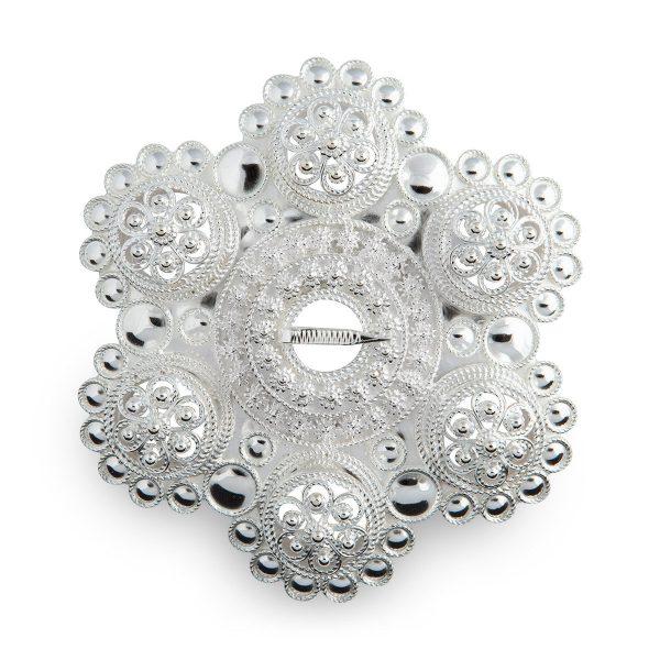 Mestergull Håndlaget, mellomstor bolesølje med åpne boler og midtbole. FOLKE HELLE Sølje
