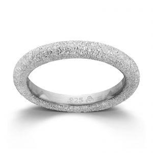 Mestergull Sølv ring med en glitrende overflate. Denne er fin i kombinasjon med flere ringer fra GID Stackable. GID Stackable Ring