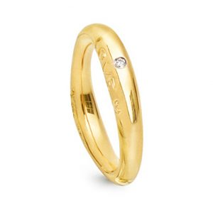 Mestergull Love Ring nr. 3 i 18 kt. Gult gull med 1 diamant 0,015 ct. TwVs. Blank overflate LYNGGAARD Love Ring