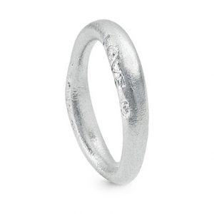 Mestergull Love Ring nr. 3 i 18 kt. Hvitt gull med matt overflate LYNGGAARD Love Ring