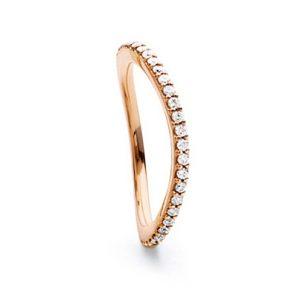 Mestergull Love Band buet rekkering i 18 K Rosé gull med diamanter 0,40-0,47 ct. TwVs LYNGGAARD Love Ring