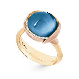 Mestergull Ring Lotus str. 3 i 18 K Gult gull med to blad i rosé gull -13 diamanter totalt 0,05 ct. TwVs - Swiss blå topas LYNGGAARD Lotus Ring