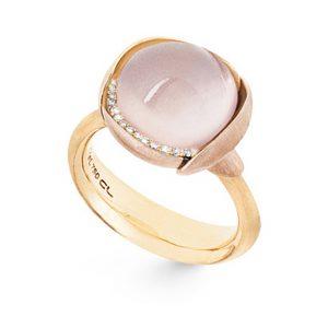 Mestergull Ring Lotus str. 3 i 18 K Gult gull med to blad i rosé gull -13 diamanter totalt 0,05 ct. TwVs - Rosenkvarts LYNGGAARD Lotus Ring