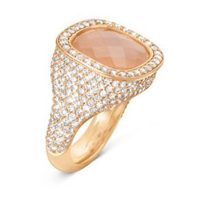 Mestergull Cushion ring i 18 K Gult gull med blush månesten 12x13mm og 294 diamanter totalt 2,14 ct. TwVs LYNGGAARD Cushion Ring
