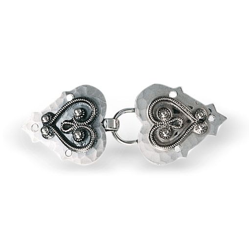 Mestergull Capespenne i oksidert sølv med tradisjonell, påloddet filigran. NORSK BUNADSØLV Spenne