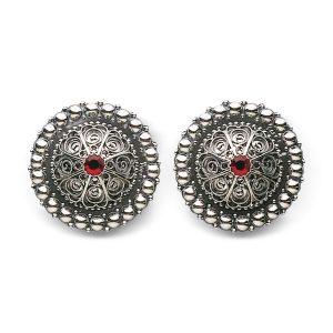 Mestergull Borer i oksidert sølv med perlekant og filigrandekor med røde stener. NORSK BUNADSØLV Belte