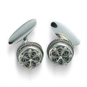 Mestergull Mansjettknapper i oksidert sølv med kruse og flott filigrandekor. NORSK BUNADSØLV Mansjettknapp