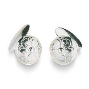 Mestergull Mansjettknapper i hvitt sølv med bunn og gravert femblads rosemotiv. NORSK BUNADSØLV Mansjettknapp