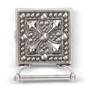Mestergull Veskestøl i oksidert sølv med lang hempe til veska. Monteres på skinnlist eller stoffbelte med monteringsringene på baksiden. NORSK BUNADSØLV Belte
