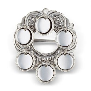 Mestergull Liten sølje i oksidert sølv med 6 blanke skåler til Vestfoldbunaden. NORSK BUNADSØLV Sølje