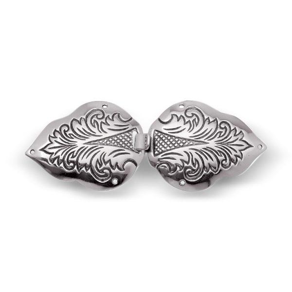 Mestergull Spenne i oksidert sølv. Brukes mye til capen til Trønderbunad og Nord-Trønderbunad. NORSK BUNADSØLV Spenne