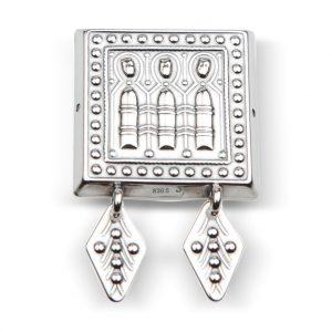 """Mestergull Beltestøl i oksidert sølv med det """"tre tårn-motivet""""med rombeformede løv er typisk for Nordmøre. NORSK BUNADSØLV Belte"""