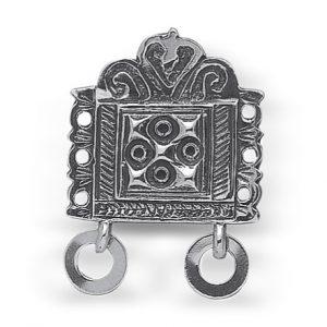 Mestergull Beltestøl med ringløv i oksidert sølv. Den er spesielt laget til rekonstruert romsdalsbunad, og er utformet etter gamle funn. NORSK BUNADSØLV Belte