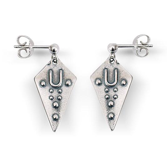 Mestergull Ørepynt i oksidert sølv som passar perfekt til Østfoldbunad. Flott tilbehør som kompletterer deg og bunaden din. NORSK BUNADSØLV Ørepynt