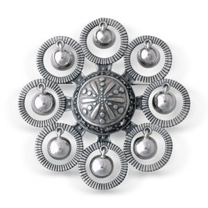 Mestergull Sølje i oksidert sølv. Mye brukt i Tromsbunaden NORSK BUNADSØLV Sølje