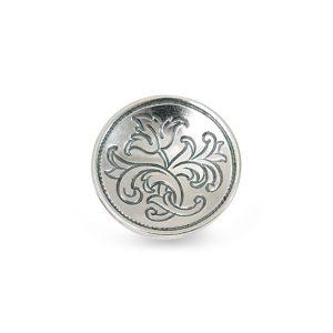 Mestergull Bunadsknapp i oksidert sølv med særpreg frå Østerdalen. Knappen er buet innover og har gravert blomstermotiv med opphav fra gamle knapper. NORSK BUNADSØLV Knapp