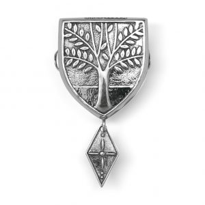 Mestergull Våpenskjoldformet beltestøl i oksidert sølv til Askøybunaden. NORSK BUNADSØLV Belte
