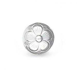Mestergull Bunadsknapp med bunn med den tradisjonelle 5-blads rosen i hvitt sølv. Mye brukt til bunadene rundt om i landet og finnes i flere størrelser. NORSK BUNADSØLV Knapp