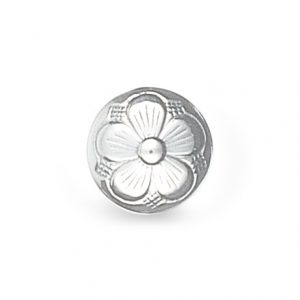 Mestergull Bunadsknapp med bunn og lang hempe med den tradisjonelle 5-blads rosen i hvitt sølv. Mye brukt til bunadene rundt om i landet og finnes i flere størrelser. NORSK BUNADSØLV Knapp