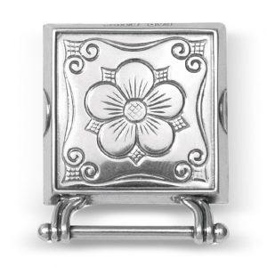 Mestergull Olavsrosen, veskestøl i oksidert sølv blir mye brukt i Møre og Romsdal, Trøndelag og Rogaland. Kjennetegnet er 5-bladsrosa som var et av symbolene Olav den Heilage brukte. NORSK BUNADSØLV Belte