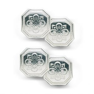 Mestergull Doble mansjettknapper i hvitt sølv og preget motiv. NORSK BUNADSØLV Mansjettknapp