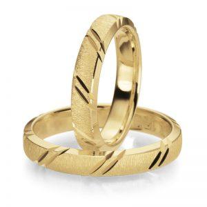 Mestergull Ringene her kombinerer gult gull, smerglet overflate og diamantskårne mønster diagonalt på overside. Dere bestemmer selv uttrykket i Lykkeringene. Prisen nedenfor er pr. ring. LYKKERINGENE Eksempel Ring