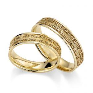 Mestergull Disse ringene er et eksempel på detaljrikdommen lasergravering gjør mulig. Teksten som er et utdrag fra ekteskapsløftet er her gravert negativt. Med dette står bokstavene opp. Prisen nedenfor er pr. ring. LYKKERINGENE Eksempel Ring