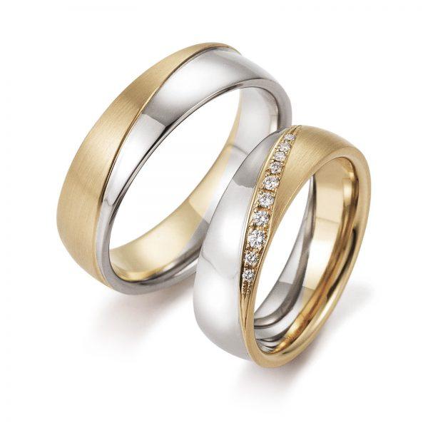 Mestergull Tofargede ringer i gult og hvitt gull i diagonal form med diamanter i forløp. Prisen nedenfor er pr. ring uten diamanter da disse kan velges helt etter ønske og budsjett. LYKKERINGENE Eksempel Ring