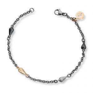 Mestergull Tynt stålarmbånd med små dråper i oksidert sølv, sølv og gult gull. VAN BERGEN Dråpe Armbånd