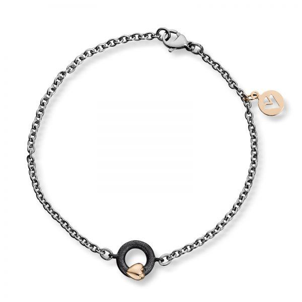 Mestergull Tynt stålarmbånd med oksidert sølv sirkel og gult gull hjerte. Diameter på sirkel 0,9 cm. VAN BERGEN Silver Heart Armbånd