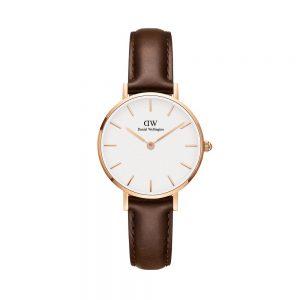 Mestergull Classic Petite-klokken med hvit urskive og Bristol-reim fremhever den uanstrengte elegansen din. Denne karakteristiske kombinasjonen vil ikke gå av moten. DANIEL WELLINGTON Ur