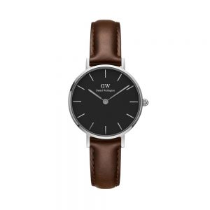 Mestergull Classic Petite-klokken med svart urskive og Bristol-reim understreker den uanstrengte elegansen din. Denne karakteristiske kombinasjonen vil ikke gå av moten. Finnes i rødt gull eller sølv. DANIEL WELLINGTON Ur
